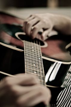 Printing Videos Architecture Home Guitar Pictures Photo Ideas Acoustic Guitar Photography, Ukelele, Aesthetic Boy, Character Aesthetic, Singing Tips, Sing To Me, Guitar Songs, How To Treat Acne, Black And White