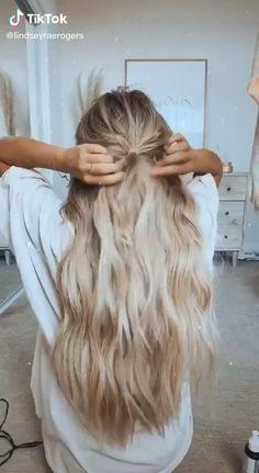 Banana Hair Clips, Banana For Hair, Pretty Hairstyles, Easy Hairstyles, Hair Up Styles, Hair Extension Styles, Surfer Hair, Edgy Hair, Hair Flip