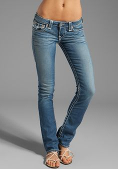 True Religion Billy Straight Leg in Tracks Mode Outfits, Jean Outfits, Fashion Outfits, Cute Jeans, Sexy Jeans, Jean Sexy, Best Jeans For Women, Look Jean, Low Waist Jeans