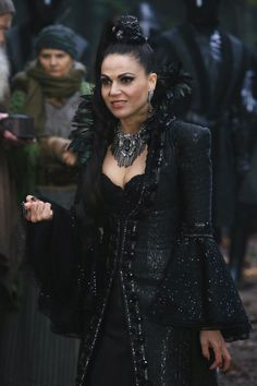 Awesome Lana (Evil Queen Regina) Once Spring premiere airs Sunday BC Tuesday Regina Mills, Serie M6, Gossip Girl, Pretty Little Liars, Regina Ouat, Evil Queen Costume, Shadowhunters, Between Two Worlds, Queen Outfit