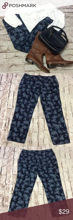 "SZ 14 LIZ CLAIBORNE BLUE FLORAL ANKLE PANTS Nice, gently used ankle pants in a dark wash with lighter blue floral print. Lying flat Waist 18"" inseam 26.5"" Liz Claiborne Pants Ankle & Cropped"