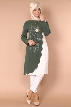 Net Fashion, Abaya Fashion, Muslim Fashion, Fashion Dresses, Hijab Style Dress, Casual Dresses, Casual Outfits, Kebaya Muslim, Hijab Fashionista