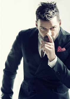GayCalgary.com - Beyond the Bon-Bon: Ricky Martin talks love life, shirtless…