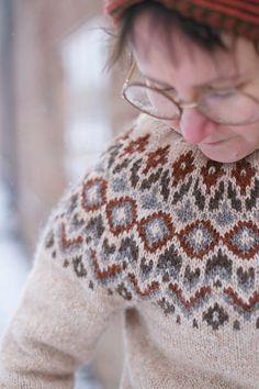 Tule mukaan islantilaisneuleiden ja Hnetur-paidan huumaan! Supersuositusta ohjeesta on mahdollista ostaa pdf-ohje, sekä verkkokurssi helmikuussa 2021 Sweater Knitting Patterns, Drops Design, Knitted Hats, Ravelry, Stitch, Sweaters, Handmade, Jumper, Ideas