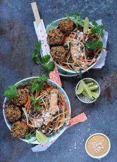 Tasty Thai Vegetarian Techniques And Strategies For thai vegetarian food protein Thai Recipes, Vegetarian Recipes, Healthy Recipes, Healthy Food, Healthy Meals, Malay Food, Tasty Thai, Dinner Is Served, Edamame