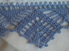 How to Crochet Wave Fan Edging Border Stitch Crochet Borders, Basic Crochet Stitches, Yarn Crafts, Diy And Crafts, Crochet Dish Towels, Throw Pillows, Crochet Leaves, Crochet Edgings, Strands