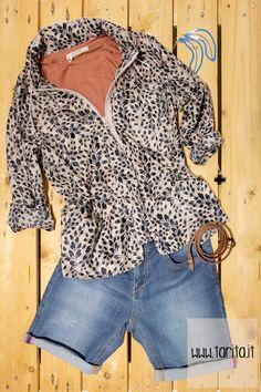 TaritaLook 01.    Rain jacket, Hoss Intropia + t-shirt, Sessùn + bermuda jeans, Mash Queen + blue banana earrings and black cross ring, White Plastic + brown belt, Evan.