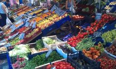 Lots of fresh fruit and veggies... fundamental for the Meditterranean diet