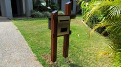Replace your old mailbox with a chic post mounted letter box that can instantly enhance the beauty of your outdoor space. Old Mailbox, Easy Diy Projects, Interior Design Living Room, Curb Appeal, New Homes, Gallery, Outdoor Decor, Garden Ideas, Letter Boxes