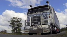 Leaving the Castlemaine Truck Show 2013 Part 1