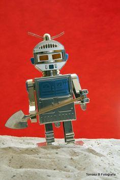 robot on Mars by Tomasz Bandosz on 500px
