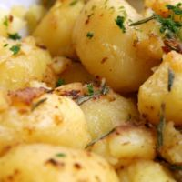 Looking for interesting German potato salad recipes? Read ahead and plan different potato salad recipes from Germany.German potato salad has become a Vegetable Dishes, Vegetable Recipes, Kitchen Recipes, Cooking Recipes, Southern Style Potato Salad, Pasta, My Favorite Food, Favorite Recipes, Soup And Salad