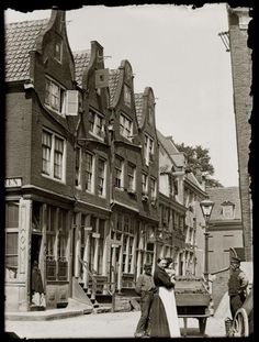 Eerste Kattenburgerdwarsstraat 2-12 · juni 1894 Amsterdam Holland, New Amsterdam, New Holland, Old Pictures, Old Photos, Europe Eu, Architecture Old, Leiden, Belgium