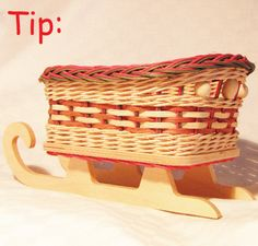 Namiesto mašle môžeme použiť  pedigové šény. Na osnovné prúty môžeme navliecť drevené korálky a výplet viesť ponad ne. Ak chceme mať uzávierku v inej arbe ako oplet, použijeme farebné osnovné prúty. Ale, Picnic, Basket, Ale Beer, Ales, Picnics, Hamper, Beer