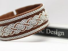 Sami bracelet *DELLING Add a statement bracelet to your everyday style for that extra hit! Leather Jewelry, Wire Jewelry, Jewelry Bracelets, Handmade Jewelry, Bracelet Making, Jewelry Making, Viking Bracelet, Fishing Outfits, Braided Bracelets