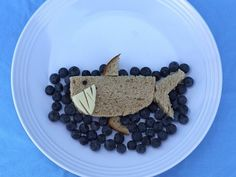 Cute idea! Make #lunchtime fun with these animal #sandwiches that are sure to leave your child satisfied! #backtoschool Shark Snacks, Lunch Snacks, Kid Lunches, Food Art For Kids, Cooking With Kids, Special Recipes, Great Recipes, Deco Fruit, Sandwiches