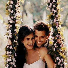 Bollywood And Relationship. Perfect Song Of Your Love Cycle Bollywood Stars, Bollywood Couples, Bollywood Cinema, Bollywood Celebrities, Bollywood Actress, Couple Photoshoot Poses, Pre Wedding Photoshoot, Couple Shoot, Cute Celebrities