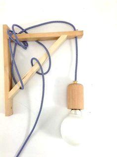 Legno Handmade parete applique luce lampadario Edison restauro stile tessuto cavi industriali in legno di LightCookie su Etsy https://www.etsy.com/it/listing/179303789/legno-handmade-parete-applique-luce