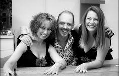 De ge-wel-dige backing-vocals Bianca Deppe en Ladin van den Berg.  Mooi, goed en ook nog erg lief. Professie ten top.  Foto : Simone Janssen