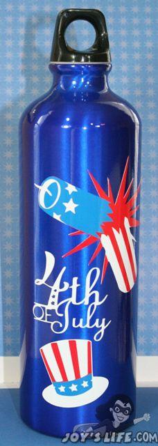 Vinyl of July Water Bottle using Cricut Independence Day cartridge Cricut Craft Room, Cricut Vinyl, Vinyl Art, Independence Day Wallpaper, Independance Day, Blue Crafts, Wine Bottle Art, Cricut Creations, Vinyl Projects