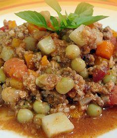 Picadillo es una comida tipica de San Luis Potosi con carne de res o de cerdo en salsa de chile, zanahorias,papas y guisantes