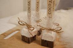 Vaahtis-suklaatikut Chocolate Sticks, Hot Chocolate, Cocoa, Place Card Holders, Baking, Cards, Crockpot Hot Chocolate, Bakken, Theobroma Cacao