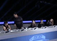 Choom T.O.P gif =)))) That was so funny to watch.