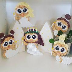 Små luciabrude klar til jul❄ Lavet ud fra #anjatakacs små flyvende feer #hamaperler Christmas Tree Ornaments To Make, Christmas Diy, Pearler Beads, Fuse Beads, Bead Crafts, Diy And Crafts, International Craft, Hama Mini, Hama Beads Design