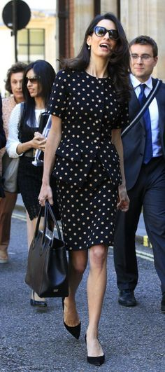 Photos-Amal-Clooney-malgre-des-traits-tires-elle-garde-la-classe_portrait_w674 (7)
