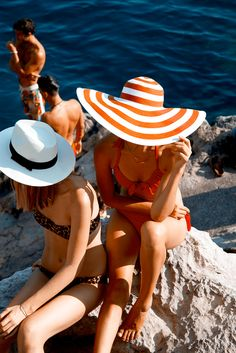 Sunhats not only protect your delicate facial skin, but they also add an aura of mystery to your summer wardrobe.