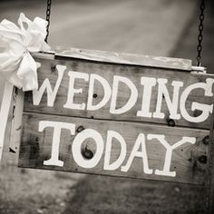 10 must-have signs for your wedding ceremony and reception!