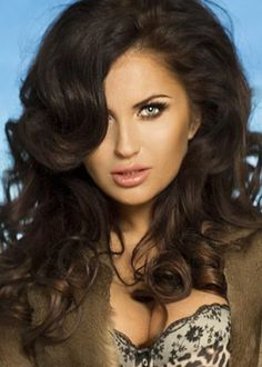 Gęste, ciemne włosy... Tajemnicze spojrzenie... Chciałbyś się z nią umówić? Nic prostrzego, zobacz nasze anonse erotyczne na http://telefon-seks.pl ! :)