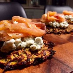 Sød kartoffelrösti med røget laks og hytteost blev aftensmaden idag med lækker salat til  Opskrif