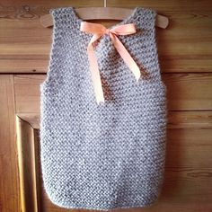 Girls vest with bow, all in swedish? no pattern?
