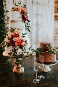 Floral Wedding Cakes Fall floral wedding cake - This Southwind Hills wedding features breathtaking floral arrangements, an epic macramé ceremony arch, and beautiful reception décor. Diy Wedding Food, Fall Wedding Cakes, Wedding Cakes With Flowers, Cascading Flowers, 4 Tier Wedding Cake, Floral Wedding Cakes, Fall Wedding Flowers, Flower Cakes, Fall Flowers
