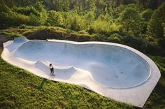 Man builds amazing treehouse home with its own skatepark : TreeHugger