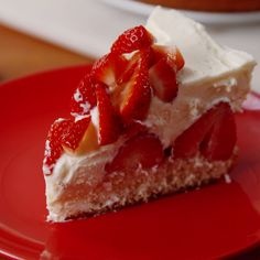 Shortcake Cheesecake Classic cheesecake gets a summery upgrade.Classic cheesecake gets a summery upgrade. Best Dessert Recipes, Easy Desserts, Sweet Recipes, Delicious Desserts, Yummy Food, Strawberry Shortcake Cheesecake, Strawberry Desserts, Strawberry Cheesecake Recipes, Homemade Cheesecake