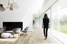 Una sala muy al A happy spot! Mixed group of Secto pendants bringing a soft wooden touch to this monumental villa built entirely on concrete. Design by: Francisca Hautekeete. Photo by: Annick Vernimmen. Minimalist House Design, Minimalist Home, Minimalist Apartment, Contemporary Home Decor, Scandinavian Home, Interior Design Living Room, Interior Architecture, Living Spaces, New Homes