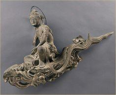 空に飛んでいる仏像 | A!@attrip