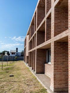 Gallery of Villa el Libertador Príncipe de Asturias Municipal Hospital / Santiago Viale   Ian Dutari   Alejandro Paz - 13