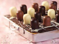 Marmorblechkuchen mit Schaumküssen ist ein Rezept mit frischen Zutaten aus der Kategorie Backen. Probieren Sie dieses und weitere Rezepte von EAT SMARTER!