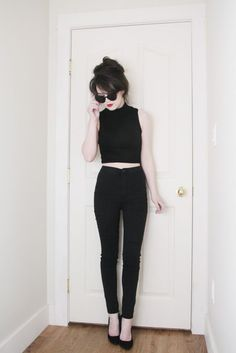 black skinny jeans with a black crop top + casaco jeans/camisa de flanela xadrez Fashion Mode, Look Fashion, Korean Fashion, Fashion Beauty, Womens Fashion, Latest Fashion, Fashion Trends, Punk Pants, Style Noir