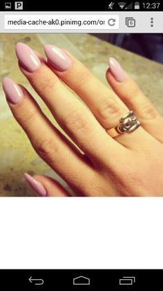 Soft mountain peak nails with a simple and soft pink color.