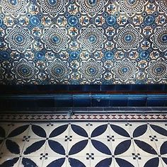 True blue tiles, great for an interior hallway or public space. Tile Patterns, Textures Patterns, Print Patterns, Azulejos Art Nouveau, Wallpaper Wall, A Well Traveled Woman, Modern Hepburn, Blue Tiles, White Tiles