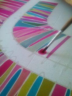 PINTURA EN SEDA El oficio de pintar en seda es milenario. Gracias a las pinturas realizadas por maestros quedan recogidos retazo...