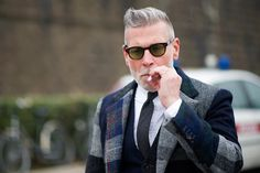 FAT AS KARL: A 40 anni ci si veste come Nick Wooster e non come...
