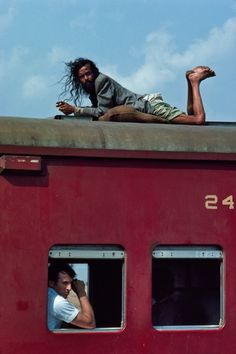 I'm obsessed with this picture! Also originally from Steve McCurry's blog #bangladesh #travel #trains