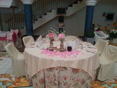 ¡Flores en el mantel y en el centro de mesa para una boda súper romántica! #AmadisCatering #Talavera #TalaveradelaReina #Bodas #Comunion #Eventos #Catering #Comida #Food #Celebraciones #Detalles #Weddings #Decoraciones #Decorations #CentrodeMesa #Centerpiece #Flores #Flowers #Velas #Candles #Rosa #Pink #Romántico #Romantic
