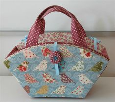 - Photo de Expo Isle 2014 - Krafts and Fabrics Fabric Boxes, Sewing Kit, Diy Box, Floor Pillows, Diaper Bag, Upcycle, Creations, Reusable Tote Bags, Gift Wrapping
