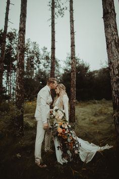 Getting ethereal forest vibes from this beautifully dramatic wedding portrait | Image by Danielle Simone Charles  #rusticwedding #bohowedding #bohemianwedding #weddinginspo #fallwedding #wedding #bridalstyle #bridalfashion #bridalinspo #bridalinspiration #fallbridalstyle #groomstyle #groominspo #groominspiration #weddingphotoinspiration #weddingphotoideas #weddingportrait #coupleportrait #weddingbouquet #bridalbouquet